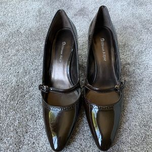 "Etienne Aigner 9 2.5"" heels brown patent leather"